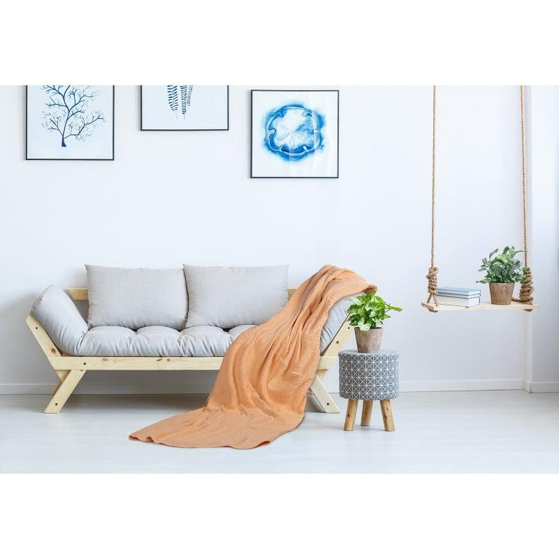 Praktično večnamensko pregrinjalo lahko uporabljate v spalnici za zaščito vaših odej in vzglavnikov pred prahom in madeži. V poletnih mesecih vam bo služilo tudi kot poletna odeja. V dnevni sobi zaščitite vaš kavč ali se ogrnite med je gledanjem televizije. Na počitnicah oziroma potovanju ga uporabite kot podlogo na plaži, kot pregrinjalo za ležalnik ali kot lahko odejo v šotoru. Pregrinjalo je pralno na 60 °C.