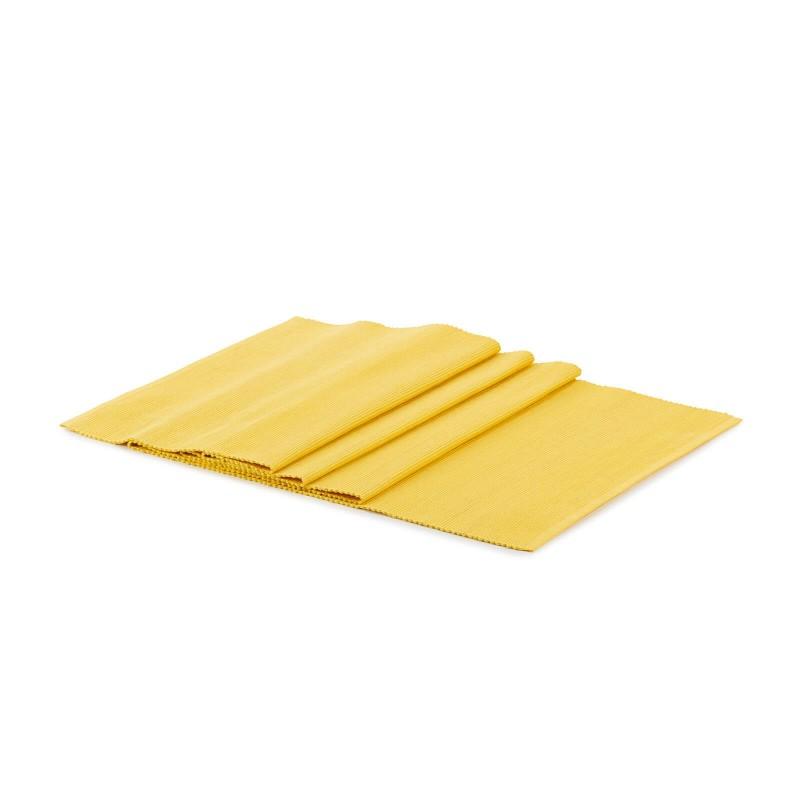 Rebrasti tekač iz 100 % bombaža odlično zaščiti vašo mizo pred madeži, hkrati pa je čudovit okras za vašo jedilnico in mizo. Rebrast dizajn tekača bo mizo naredil še bogatejšo in lepšo, z njim pa boste zagotovo očarali tudi svoje goste. Rebrasta površina omogoča boljši oprijem kot navadna gladka, tako da bodo krožniki in kozarci na tekaču bolj stabilni. Enostavno vzdrževanje omogoča, da boste brez težav odstranili madeže od hrane ali polite pijače. Tekač je pralen na 40 °C.