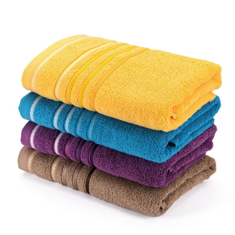 Kakovostna kopalniška brisača Svilanit Rainbow je izdelana iz naravnega 100 % bombaža. Odtenek modre barve z dekorativno borduro bo navdušil vse ljubitelje živahnih odtenkov. Brisača je pralna v pralnem stroju na 60 °C in primerna tudi za sušenje v sušilnem stroju. Odlična izbira za vse z občutljivo kožo. Doživite nepozabno razkošje v svoji kopalnici!