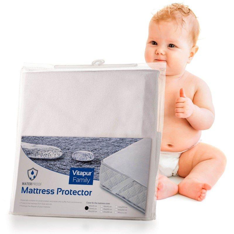 Nepremočljiva zaščita za ležišče Baby Protect nudi učinkovito zaščito otroškega ležišča pred madeži in močenjem. Tako bo otroško ležišče učinkovito zaščiteno, podaljšali pa mu boste tudi življenjsko dobo. Čeprav je prevleka nepremočljiva, pa vseeno prepušča vodno paro in zrak. Tkanina tako diha, zato se v vašem ležišču vlaga ne bo nabirala. Zaščitna prevleka nudi svežo spalno površino in zagotavlja suho okolje. Nadvložek ima na robovih trpežne elastične trakove, s pomočjo katerih je nameščanje hitro in enostavno. Zaščita je v celoti pralna na 60 °C.