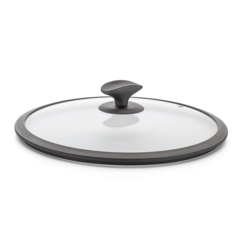 Pokrovka Rosmarino Gold Stone je izdelana iz kakovostnega in trpežnega stekla. Z odprtino za odvečno paro v vsakem trenutku omogoča vpogled v posodo in tako preprečuje prekipevanje. Z ergonomsko oblikovanim ročajem SoftTouch je oprijem še lažji, ročaj pa služi tudi kot praktično odlagalno mesto za kuhalnico ali kateri drug kuhinjski pripomoček. Kompakten silikonski rob omogoča še boljši stik s posodo in onemogoča drsenje pokrovke s posode. Univerzalna pokrovka se prilega vsem posodam in je pralna v pomivalnem stroju.