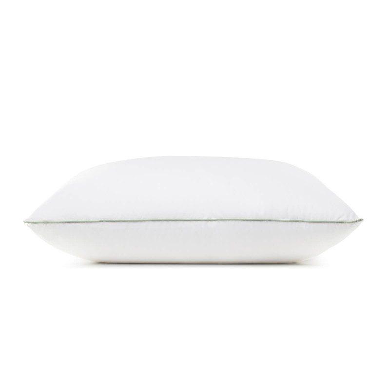 Klasična oblika vzglavnika EcoFill Cotton Extra Soft vas bo zagotovo prepričala s svojo univerzalnostjo, saj je primerna za vse spalne položaje in vse, ki vzglavnik med spanjem radi mečkate in zvijate. Vzglavnik je v celoti pralen na 60 °C.