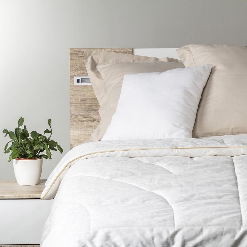 2-delni set celoletne svilene odeje in bombažno-satenaste posteljnine. Celoletna svilena odeja Royal Sleep Diana vas bo razvajala z udobjem in razkošjem najboljše svile skozi vse leto. Svilena odeja je popolna izbira za vse, ki cenite naravne materiale. Naravna mulberry svila v polnilu odeje diha z vami in ima odlične sposobnosti uravnavanja temperature ter tako zagotavlja prijeten spanec in luksuzno udobje. Posteljnina Path je iz mehkega bombažnega satena, ki je stkan iz visokokakovostne, tanke preje. Posteljnina je pralna na 40 °C, odeja na 30 °C.