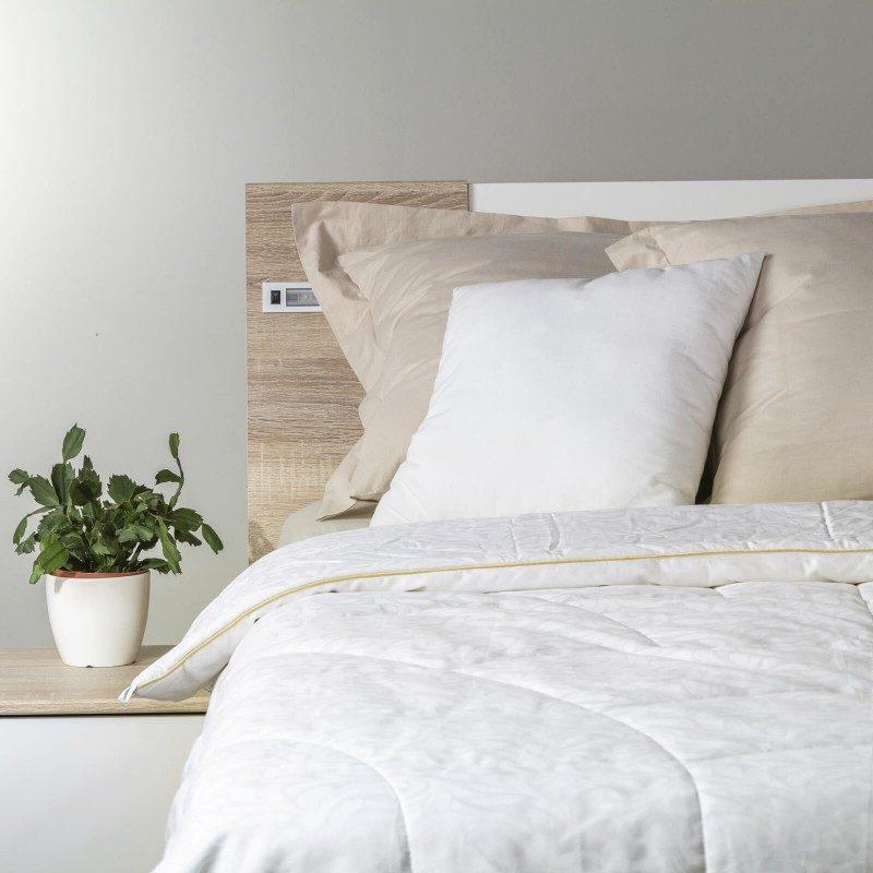 Topla zimska odeja Victoria's Silk vas bo razvajala z udobjem in razkošjem najboljše svile v najhladnejših zimskih mesecih. Svilena odeja je popolna izbira za vse, ki cenite naravne materiale. 100 % naravna mulberry svila diha z vami in ima odlične sposobnosti uravnavanja temperature ter tako zagotavlja prijeten spanec in luksuzno udobje.