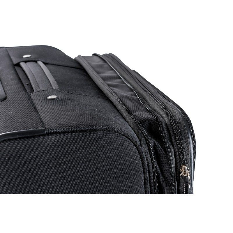 Lahek kovček je enostaven za prenos, ima teleskopski ročaj in štiri dvojna 360° vrtljiva kolesca. Veliko število predalov in žepov ter pregrad omogoča enostavno pakiranje in zlaganje.