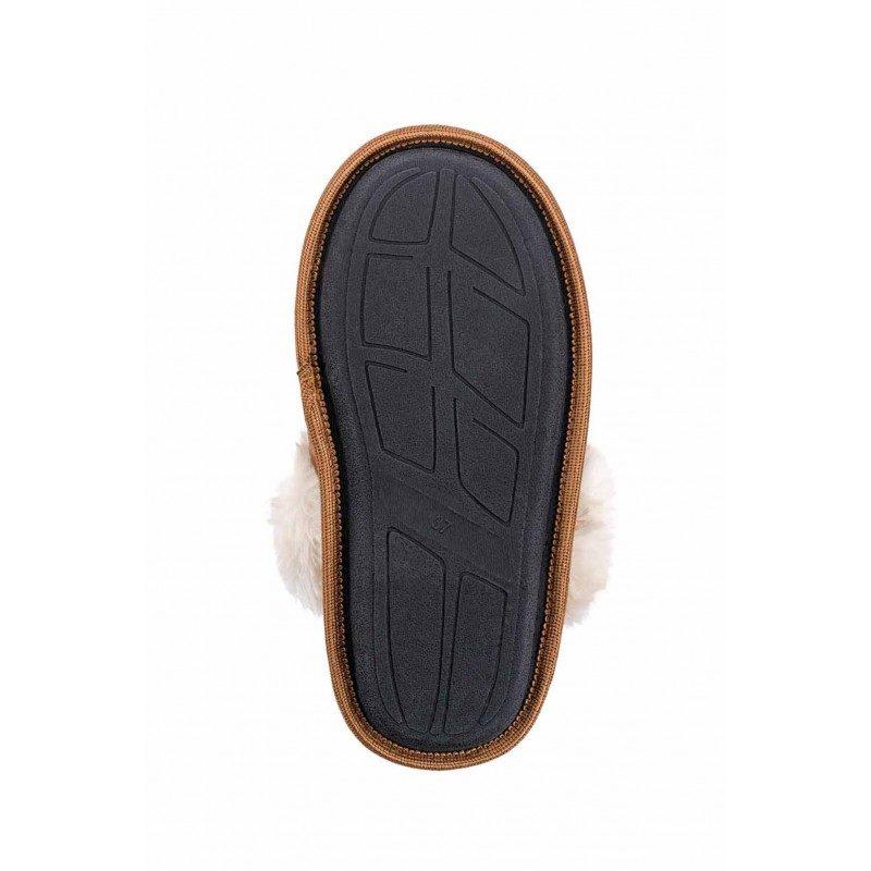 Lahkoten korak za vaša stopala, da jim podarite kar največje udobje! Kompaktni ženski copati Royal Sleep so narejeni iz kakovostnih mikrovlaken, ki dajejo še izdatnejši občutek mehkobe in udobja. Za tako velika kot majhna stopala, da jim podarite kar največje udobje. Z debelejšim in mehkim dekorativnim robom in s trdim, nedrsečim podplatom. Copati niso primerni za strojno pranje.