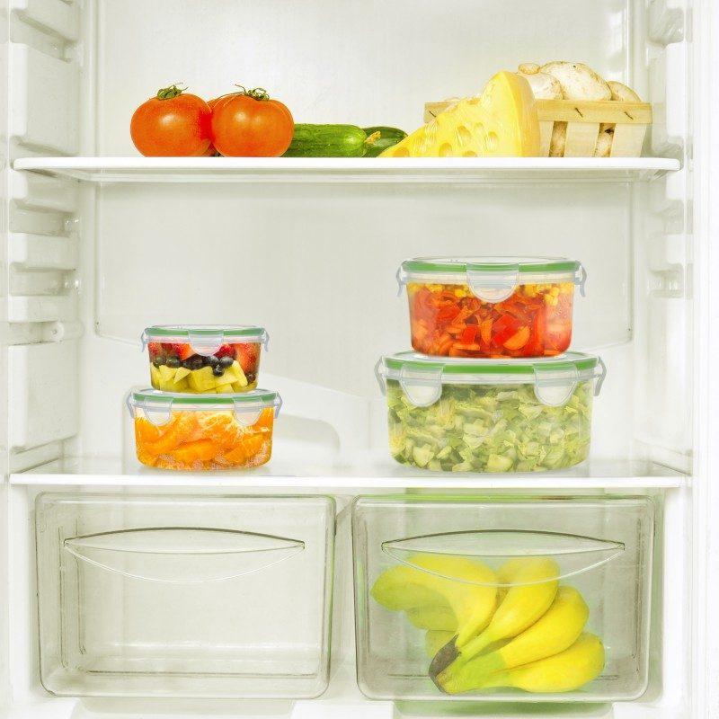 """12-delni set vsebuje 6 okroglih posod različnih velikosti iz najkakovostnejše plastike. Pokrovi z zapiranjem """"clip lock"""" hrani zagotavljajo neprepustno tesnjenje, hrana v posodah bo dlje časa ostala sveža in okusna. Vsestranska uporaba omogoča, da hrano v posodah segrejete v mikrovalovni pečici, jo shranite v hladilnik ali zamrzovalnik ter odnesete s sabo v šolo, službo ali na potovanje. Enostavno čiščenje pod tekočo vodo ali v pomivalnem stroju."""