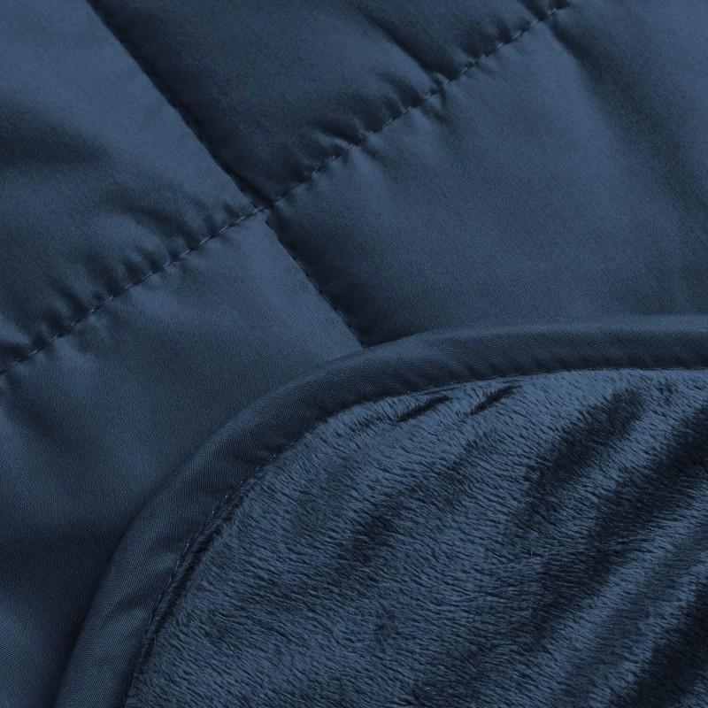 Večnamenska dekorativna odeja SoftTouch 4v1 vas bo navdušila s svojo funkcionalnostjo, saj jo lahko uporabljate kot odejo, vzglavnik, pregrinjalo ali kot praktičen žep za noge. Prav vam bo prišla doma na kavču, kot odeja za v avto, nepogrešljiva bo tako na pikniku kot kampiranju. Izdelana je iz kakovostnih in mehkih mikrovlaken, ki so izredno tanka in zato prijazna do vaše kože. Mehka in gladka stran nudita različne možnosti uporabe. Mehka stran je primerna za razvajanje, gladka pa s prešitjem preprečuje drsenje na različnih podlagah. Odeja je pralna na 40 °C.