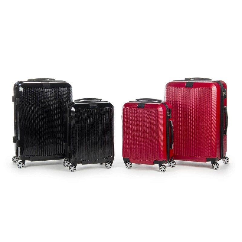 Trdi potovalni kovček Scandinavia Carbon Series predstavlja novo generacijo visokokakovostnih kovčkov iz vodoodbojnega polikarbonata in TSA ključavnico. Polikarbonat je visokotehnološki izjemno lahek material, odporen na udarce in praske. Celotna kolekcija temelji na inovativnosti in izjemni vzdržljivosti, ki je preizkušena in dokazana na večih obremenitvenih testih. Vsi kovčki kolekcije Scandinavia Carbon Series imajo omejeno 5 letno garancijo* in so na voljo v dveh barvah in dveh velikostih.
