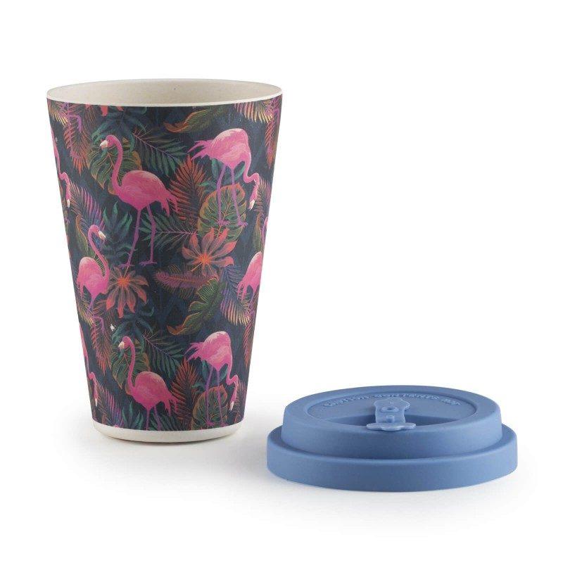 Prenehajte uporabljati okolju škodljivo plastiko in spoznajte naravni material prihodnosti! Bambusov lonček za večkratno uporabo je primeren za tople ali hladne napitke in je najboljša alternativa plastičnim lončkom, saj je narejen iz koruznega škroba in naravnih bambusovih vlaken, ki so popolnoma biorazgradljiva in prijazna okolju. Lonček ne vsebuje petrokemikalij in BPA, ne pušča umetnega okusa na pijači, zaradi svoje sestave je izredno trden, a hkrati lahek za prenašanje. Lonček prostornine 400 ml je idealne velikosti za vašo najljubšo kavo, čaj ali drug napitek na poti, prilega se v večino avtomobilskih držal. Zaščitni silikon proti drsenju in vročini vam bo omogočil varno oprijemanje lončka, silikonski pokrov z zapiralom reže za pitje pa vam bo omogočil varen stik s tekočino, brez polivanja. Lonček enostavno očistite pod tekočo vodo ali v pomivalnem stroju.