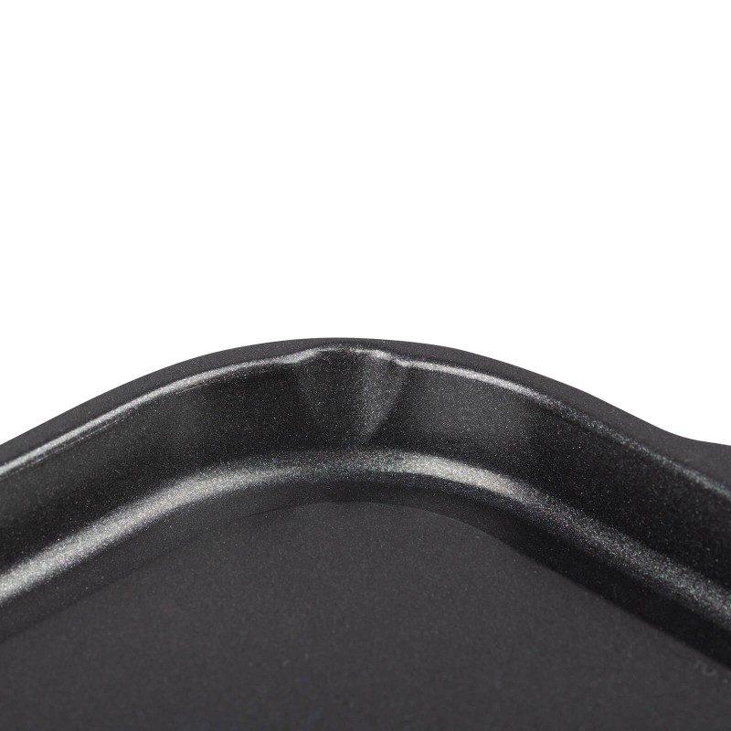 Plošča za žar Black Line premera 46 cm spada v rang premium posode z inovativnim in tehnološko dovršenim mineralnim premazom, razvitim v Nemčiji. Neoprijemljiv mineralni premaz omogoča naraven način pečenja, z malo maščobami. Hrana tako zadrži vse potrebne vitamine in minerale, ki jih naše telo potrebuje za zdrav način življenja. Primerna je za vsa kuhališča, tudi indukcijo, uporabna v pečici, enostavna za pomivanje, tudi v pomivalnem stroju. Vsa posoda iz linije Black Line temelji na večslojni sestavi, s čimer je zagotovljena dolga življenjska doba ter visoka stopnja odpornosti in vzdržljivosti posode.