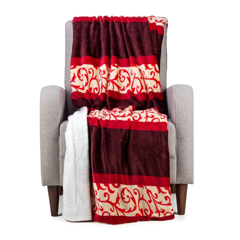 Mehka dekorativna odeja Beatrice iz kakovostnih mikrovlaken za prijetne trenutke udobja in sprostitev na vsakem koraku: v spalnici, dnevni sobi, na potovanju ali pikniku. Odejo lahko uporabljate na obeh straneh. Na eni strani je izredno mehka tkanina v beli barvi, druga stran pa je v čudoviti bordo barvi. Dekorativna odeja je lahko tudi odlično darilo, ki bo razveselilo vaše najbližje. Odeja je pralna na 30 °C.