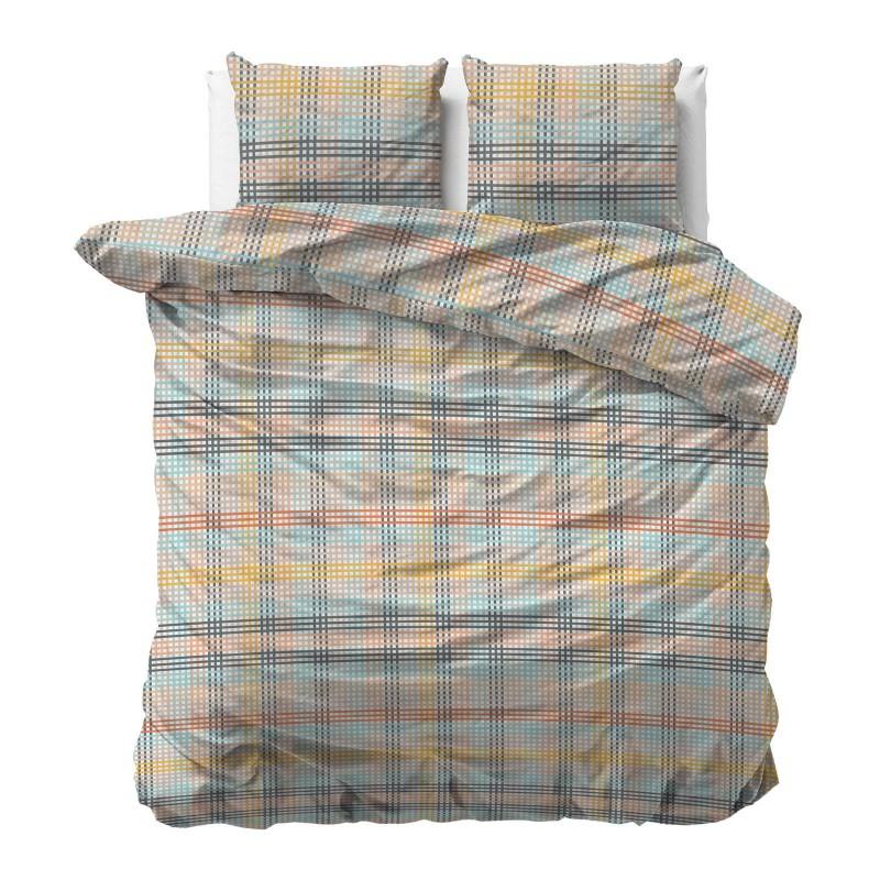 Čas je za popolno razvajanje z moderno bombažno posteljnino! Posteljnina Check je iz renforce platna, ki velja za lahko, mehko tkanino, preprosto za vzdrževanje. Naj vas očara moderen dizajn s črtastim vzorcem. Posteljnina je pralna na 40 °C.