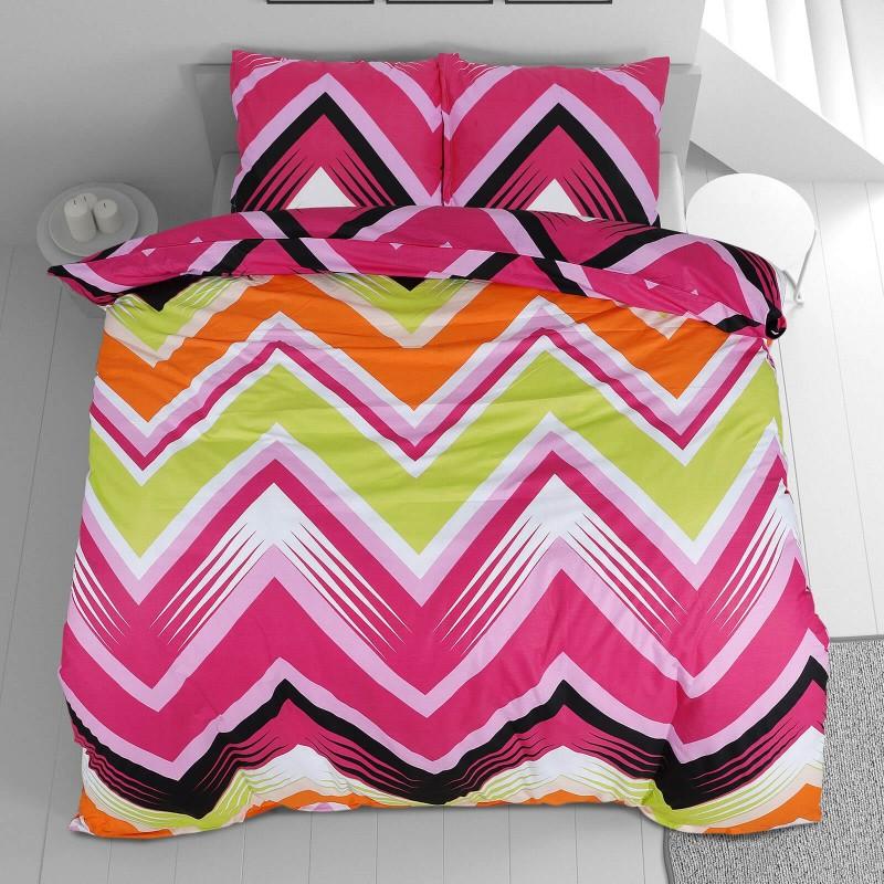 Čas je za popolno razvajanje z moderno bombažno posteljnino! Posteljnina Zig Zag je iz renforce platna, ki velja za lahko, mehko tkanino, preprosto za vzdrževanje. Naj vas očara moderen dizajn s črtami. Posteljnina je pralna na 40 °C.