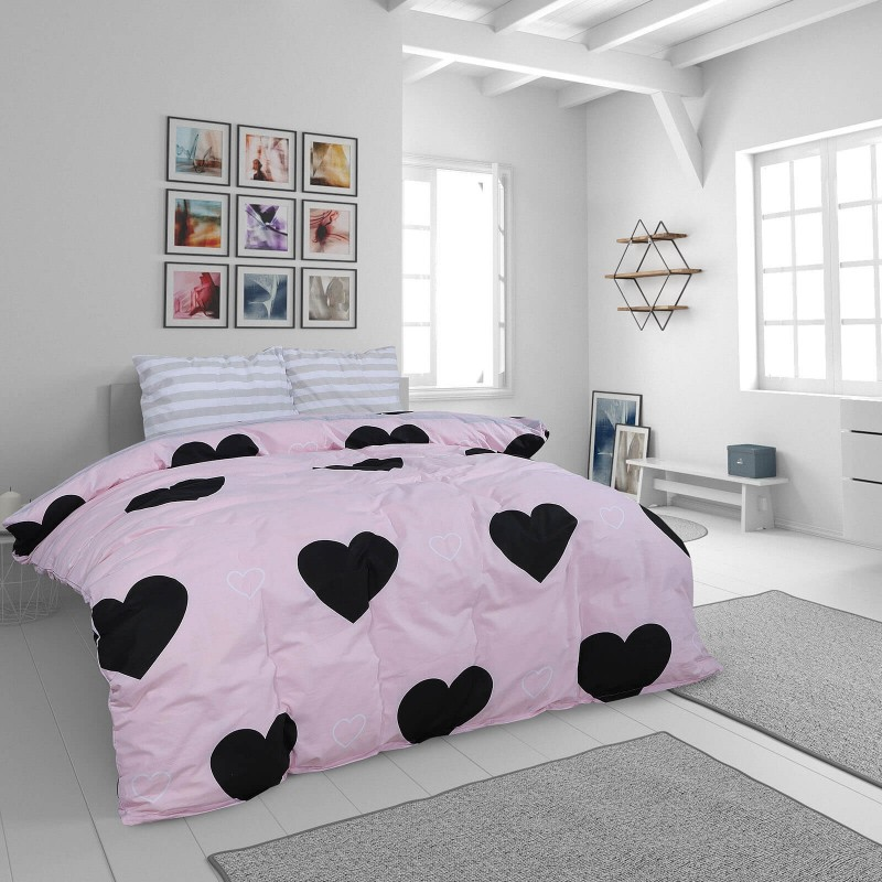 Čas je za popolno razvajanje z moderno bombažno posteljnino! Posteljnina Rose Hearts je iz renforce platna, ki velja za lahko, mehko tkanino, preprosto za vzdrževanje. Naj vas očara moderen dizajn s srčki. Posteljnina je pralna na 40 °C.