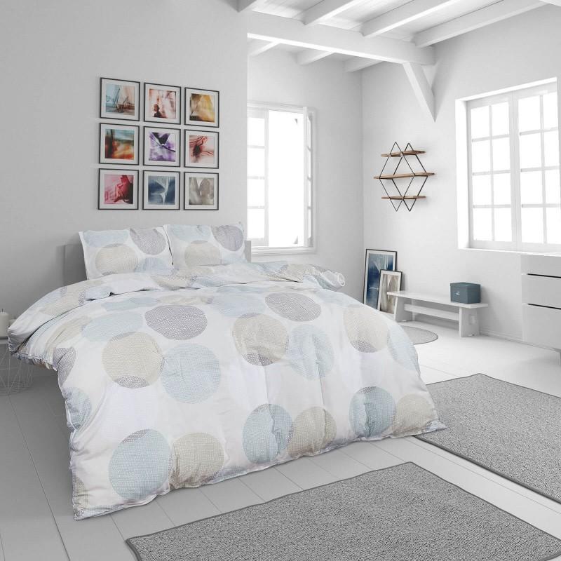 Čas je za popolno razvajanje z moderno bombažno posteljnino! Posteljnina Emily je iz mehkega bombažnega satena, ki je stkan iz visokokakovostne, tanke preje. Posteljnina iz satena je tako čudovit okras vaše spalnice in hkrati odlična izbira za udoben in prijeten spanec. Naj vas očara moderen dizajn z nežnimi krogi. Posteljnina je pralna na 40 °C.