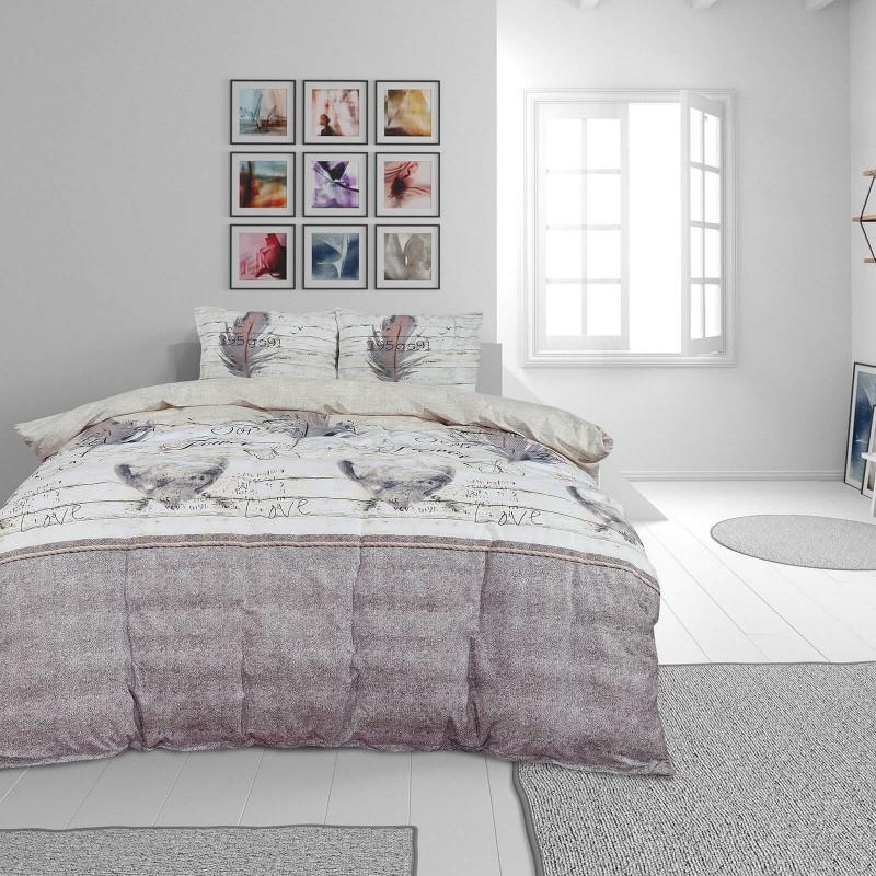 Čas je za popolno razvajanje z moderno bombažno posteljnino! Posteljnina Anette je iz renforce platna, ki velja za lahko, mehko tkanino, preprosto za vzdrževanje. Naj vas očara moderen dizajn z motivom peres. Posteljnina je pralna na 40 °C.