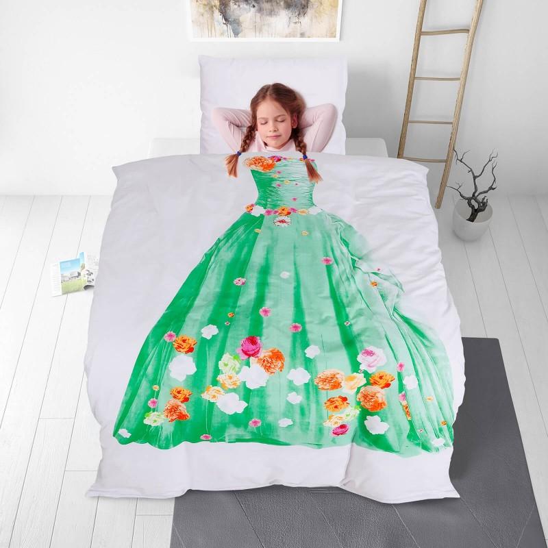 Poskrbite za miren in udoben spanec svojih najmlajših z bombažno posteljnino! Prikupen otroški motiv bo otroke zagotovo navdušil in popeljal v čudovito sanjsko deželo. Posteljnina Tiana je iz renforce platna, ki velja za lahko, mehko tkanino, preprosto za vzdrževanje. Posteljnina je pralna na 40 °C.