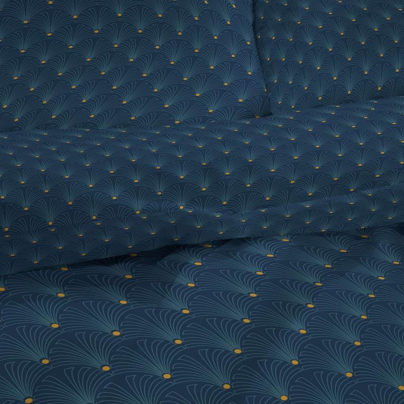 Čas je za popolno razvajanje z moderno bombažno posteljnino! Posteljnina Rise je iz mehkega bombažnega satena, ki je stkan iz visokokakovostne, tanke preje. Posteljnina iz satena je tako čudovit okras vaše spalnice in hkrati odlična izbira za udoben in prijeten spanec. Naj vas očara moderen dizajn. Posteljnina je pralna na 40 °C.