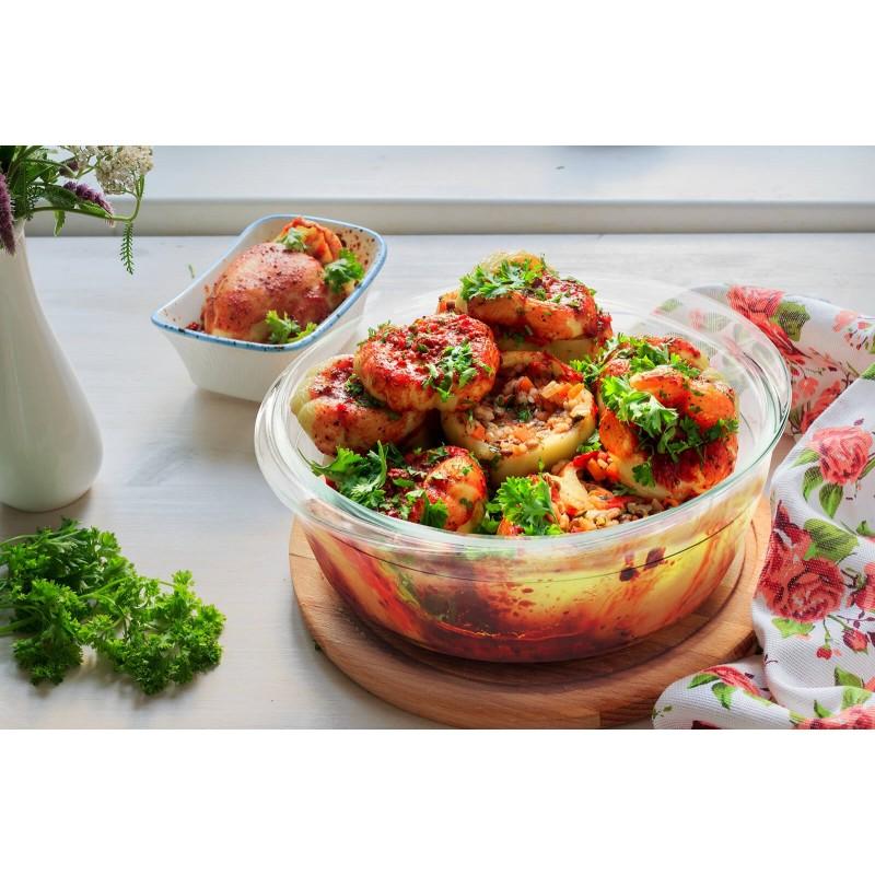 Stekleni pekač Rosmarino Bake&Go s pokrovom (2100 ml) sodobnega videza bo vaš novi nepogrešljiv pripomoček pri peki in kuhanju. Zaradi sestave iz borosilikatnega stekla je pravokotni pekač odporen tudi na visoke temperature v pečici ali mikrovalovni pečici, primeren za hrambo v hladilniku in pomivanje v pomivalnem stroju. Idealen pripomoček za pripravo lazanj, gratiniranih testenih, mesa, rib, peko pit, zelenjave ali drugih raznolikih jedi.