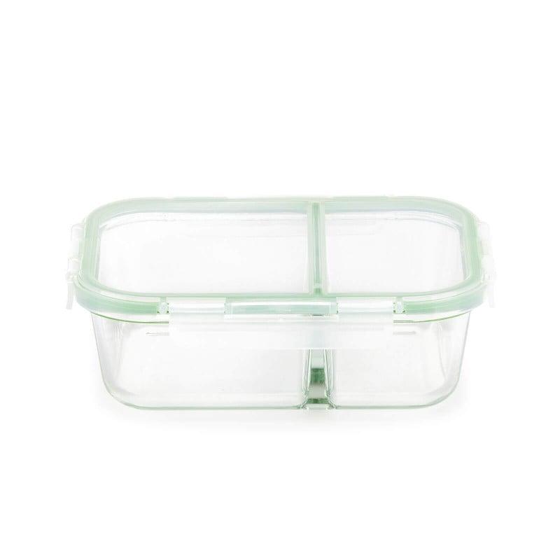 Stekleni pekač s pokrovom in prekatom Rosmarino Bake&Go (1300 ml) sodobnega videza bo vaš novi nepogrešljiv pripomoček pri peki, shranjevanju hrane ali celo obroku na poti. Pekač s steklenim pokrovom je zaradi dodanega silikonskega tesnila nepropusten za zrak in tekočine, zato bo shranjevanje in tudi prenašanje hrane na poti vaša nova obsesija! Borosilikatno steklo je trpežno in odporno na različne udarce ali mehanske poškodbe, hkrati pa v hrano ne izloča škodljivih snovi in ne pušča umetnega vonja ali okusa. Pekač je odporen tudi na visoke temperature v pečici ali mikrovalovni pečici, primeren za hrambo v hladilniku in pomivanje v pomivalnem stroju. Idealen pripomoček za pripravo lazanj, gratiniranih testenih, peko pit in hkrati tudi odličen za shranjevanje že pripravljenih obrokov. Tudi za vaše najljubše obroke na poti.