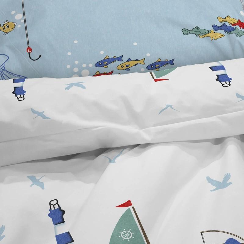 Poskrbite za miren in udoben spanec svojih najmlajših z bombažno posteljnino! Prikupen otroški motiv bo otroke zagotovo navdušil in popeljal v čudovito sanjsko deželo. Posteljnina Captain Blue je iz renforce platna, ki velja za lahko, mehko tkanino, preprosto za vzdrževanje. Posteljnina je pralna na 40 °C.