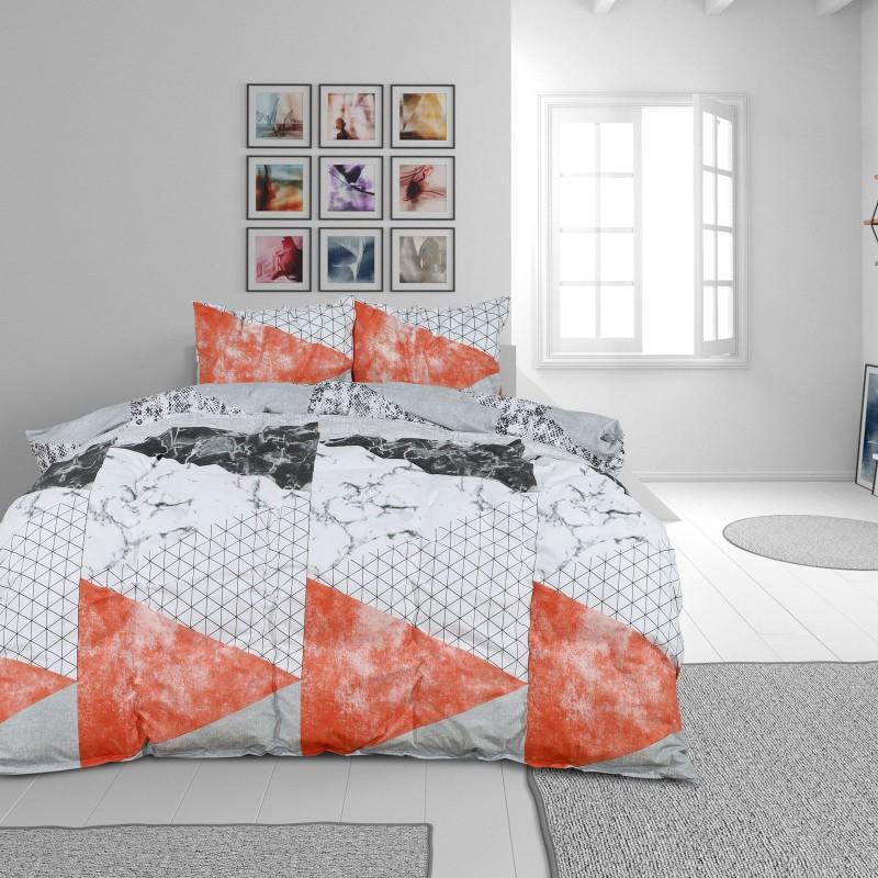 Čas je za popolno razvajanje z moderno bombažno posteljnino! Posteljnina Geometric Pink je iz renforce platna, ki velja za lahko, mehko tkanino, preprosto za vzdrževanje. Naj vas očara moderen dizajn z geometrijskim motivom. Posteljnina je pralna na 40 °C.