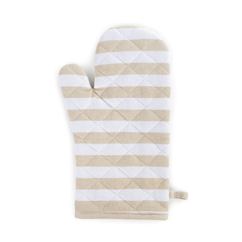 Večja kuhinjska rokavica je narejena iz bombažne tkanine in polnila iz kakovostnih mikrovlaken. Kakovostna sestava zagotavlja odpornost na vročino do 200 °C. Rokavica je odličen pripomoček, ki varuje vaše roke in zapestje pred vročo posodo. Tako se pri prenašanju posode ne boste opekli, idealna pa je tudi za jemanje pekačev iz pečice. Ker ima zanko za obešanje, jo boste lažje shranili in jo imeli vedno pri roki. Moderen dizajn bo dal piko na i lepo urejeni kuhinji. Kuhinjska rokavica je pralna na 40 °C.