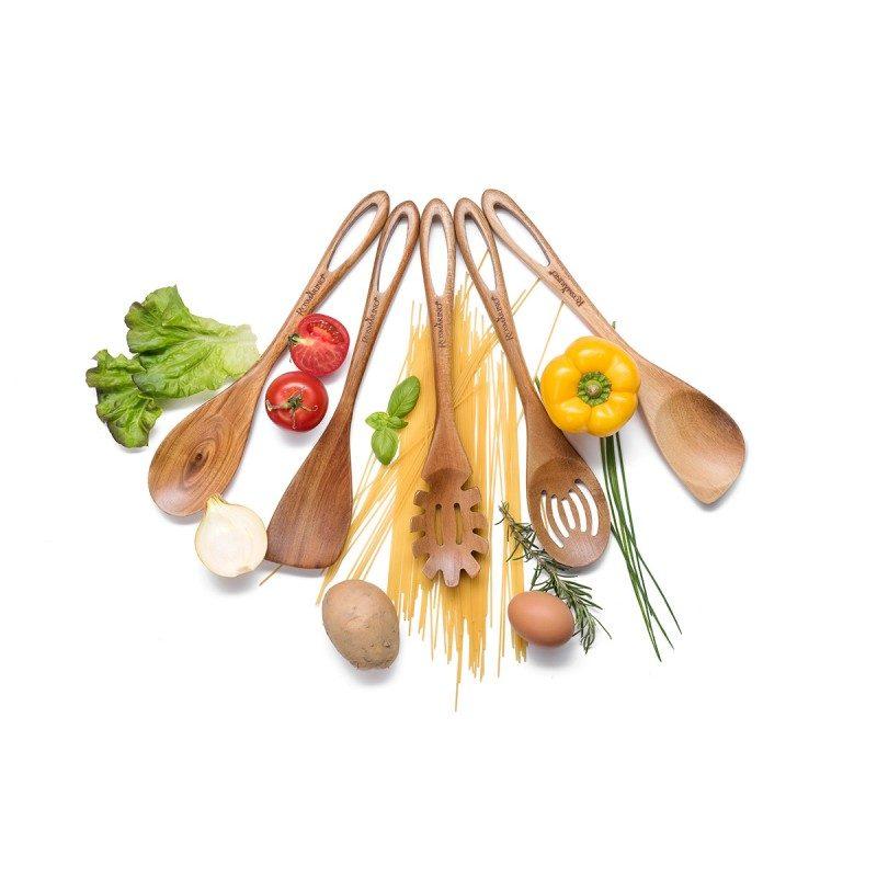 Kakovostno lopatico Rosmarino lahko uporabljate za obračanje jajc, palačink, toastov, zrezkov, za prenašanje hrane iz ene ponve v drugo, prav tako pa lahko z njo hrano tudi mešate. Narejena je iz trdnega in obstojnega akacijevega lesa ter je še posebej primerna za uporabo pri posodah z občutljivim premazom. Akacijev les je med obstojnejšimi, saj je njegova življenjska doba izredno dolga, zato se odlično obnese pri izdelavi kuhinjskih pripomočkov. Po končani uporabi jo enostavno sperete pod tekočo vodo.