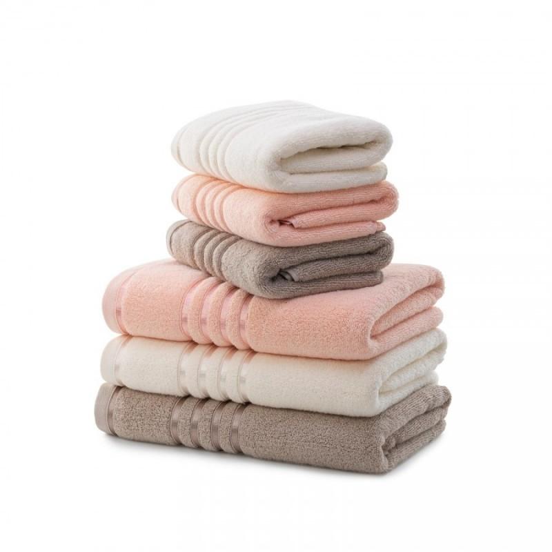 Brisača, ki se hitro suši. Quick Dry brisače so narjene iz 100 % dolgovlaknatega bombaža, ki se izjemno hitro posuši na zraku. Zaradi posebnih, dolgih vlaken bombaža je to najbolj vpojna in mehka brisača v tvoji kopalnici. Narejena je iz naravnih materialov, zato je odlična izbira za vse z občutljivo kožo. Obenem pa je tudi izjemno obstojna in je zato pralna v pralnem stroju na 60 °C in je primerna tudi za sušenje v sušilnem stroju, ki še dodatno pospeši že tako hitro sušenje.