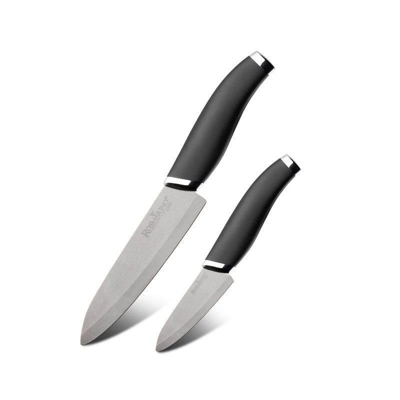 Popoln kuhinjski nož Premium Chef za vse kuharske mojstre ali začetnike! Večji keramični nož Chef je s svojo obliko idealen za rezanje najrazličnejše hrane, od mesa do zelenjave. Manjši keramični nož Paring je idealen za lupljenje sadja in zelenjave. Keramični noži veljajo za tanjše in lažje od ostalih kuhinjskih nožev. Omogočajo precizno rezanje hrane na manjše in tanjše kose oz. rezine. Njihova ostrina traja 10 krat dlje kot pri običajnih nožih, saj so narejeni iz zelo obstojne in trdne keramike. Njihova prednost je, da ne prevzamejo vonja in okusa živil, jih ne mešajo ter ne prenašajo na drugo hrano. Zato boste lahko z istim nožem preprosto rezali ali sekljali različne vrste hrane. Noža sta enostavna za čiščenje pod tekočo vodo z malo detergenta.