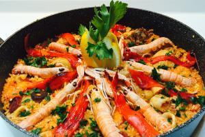 Recept za vročo in strastno paello a la flamenka