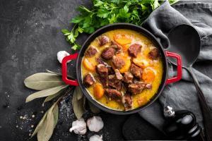 Kuhajte kot pravi mojstri – kuhajte z emajlirano litoželezno posodo Rosmarino Blacksmith's