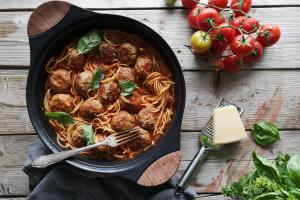 Recept za mesne kroglice v paradižnikovi omaki s testeninami