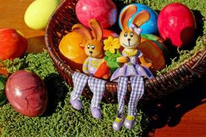 5 preprostih načinov, kako pobarvati jajca