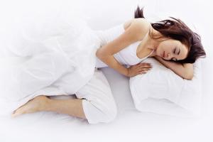 V katerem spalnem položaju najpogosteje spimo?