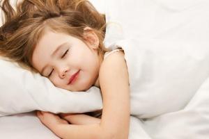 Kdaj je čas za otroški vzglavnik in kakšnega izbrati?