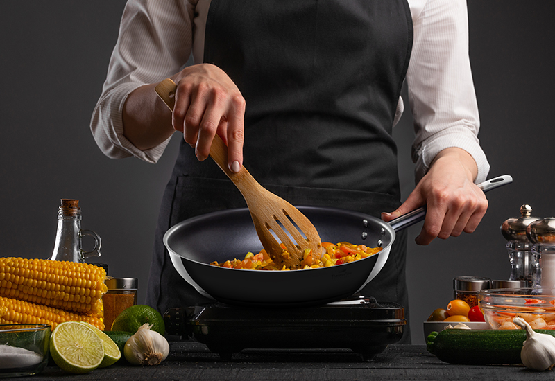 Najbolj vsestranska ponev, ki ne sme manjkati v nobeni kuhinji