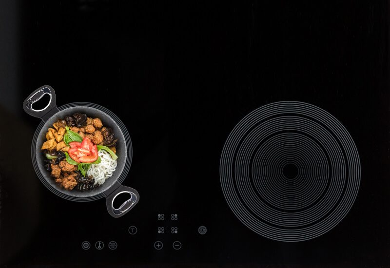 Primeren za uporabo na vseh vrstah kuhalnih površin, tudi indukciji