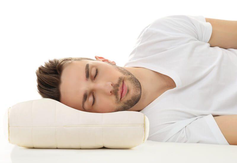 Dvojno jedro za optimalen spanec posameznikov s širšimi rameni