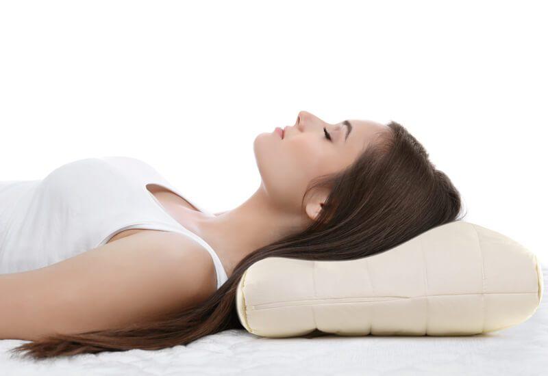 Dvojno jedro za optimalen spanec posameznikov z ožjimi rameni